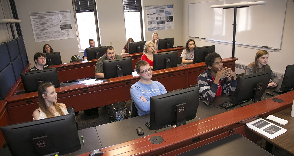 Duquesne students listen to lecture in computer lab