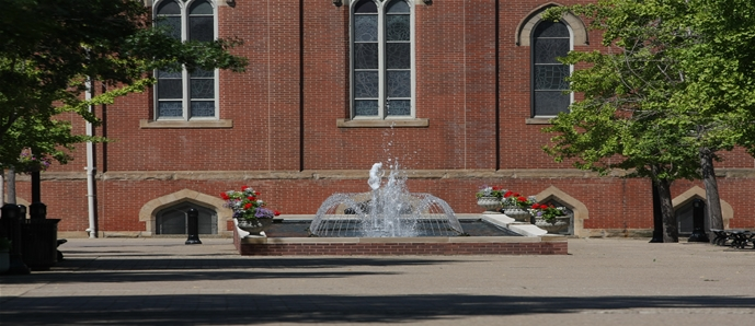 Fountain on Academic Walk in front of Administration Building