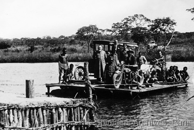 Angola, 1924. Bishop Keiling crosses by ferry.