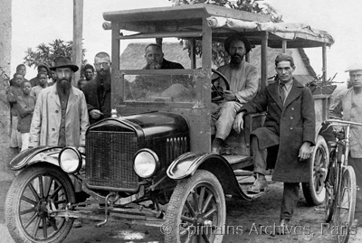 Angola, 1923. Bishop Keiling and companions with his car.