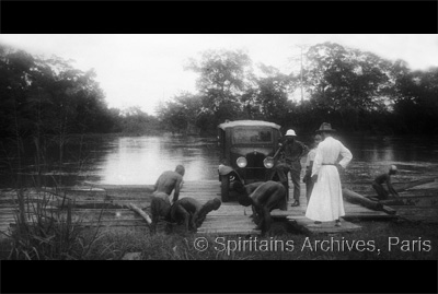Oubangui, about 1932. Crossing by river ferry.
