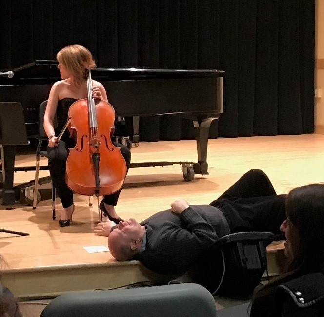 picture of professor rago assisting a cellist